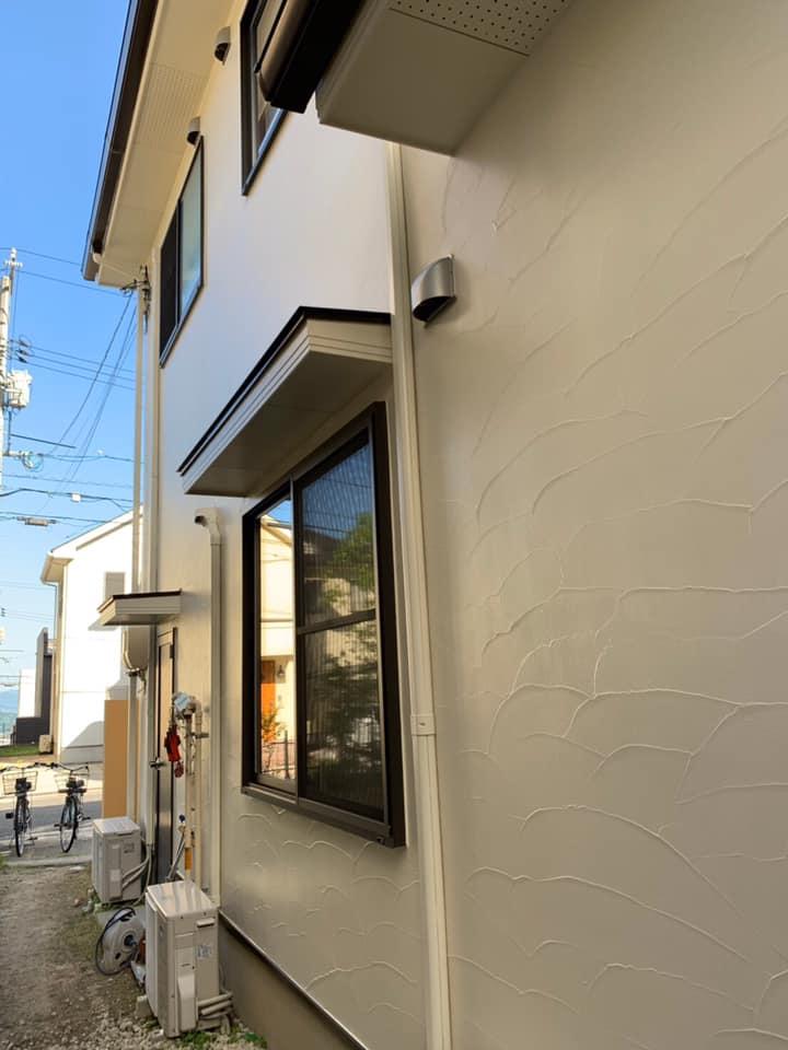 外壁塗装後、キレイに仕上がりピカピカです。