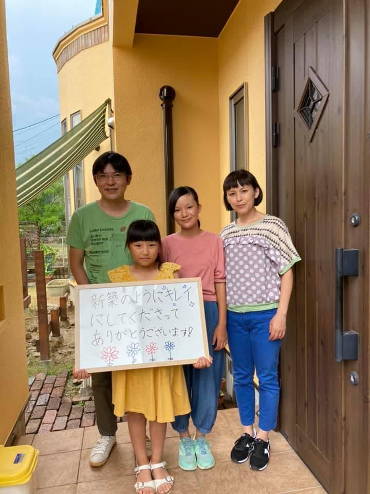 外壁塗装後にご家族で記念撮影をしました。