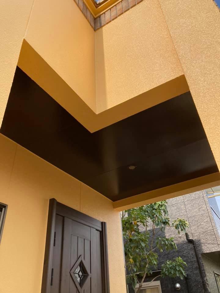 外壁屋根塗装後の写真です。新築のような外壁が光り輝いています。