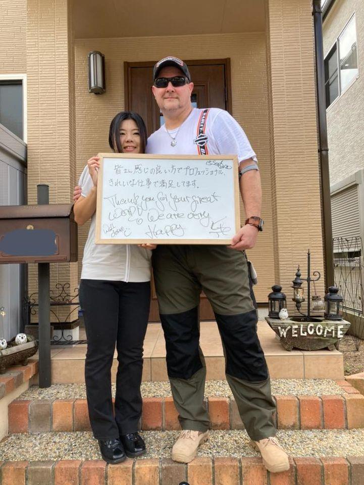 外壁屋根塗装後にご主人様、奥様と記念撮影をしました。