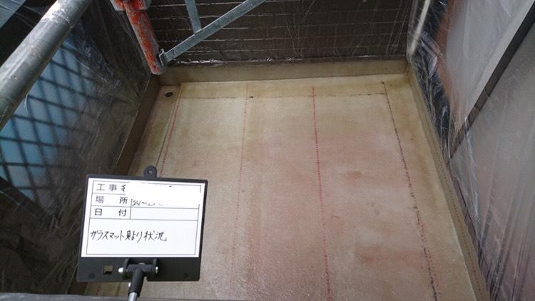 ベランダ防水工事、ガラスマット貼り状況