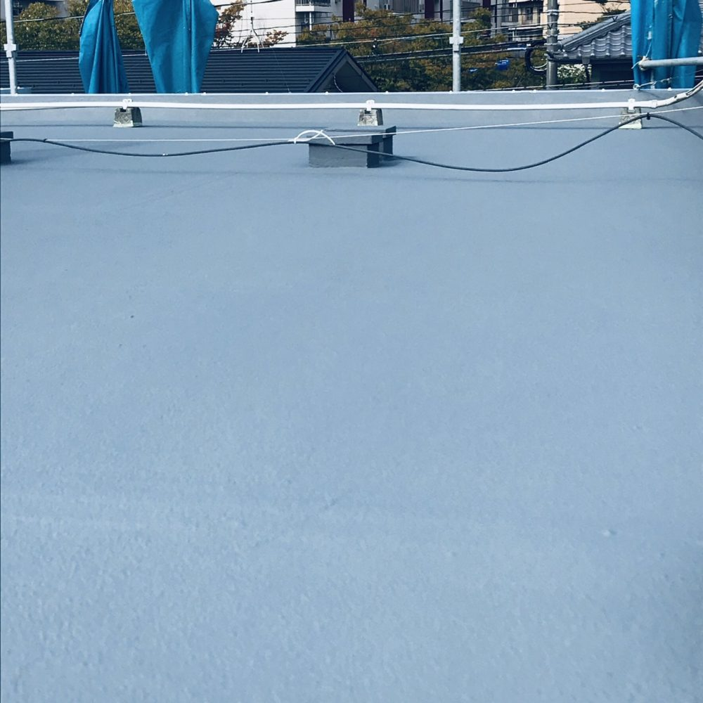 屋上トップコート、防水効果も高まり、広々と感じます。ピカピカとなりました