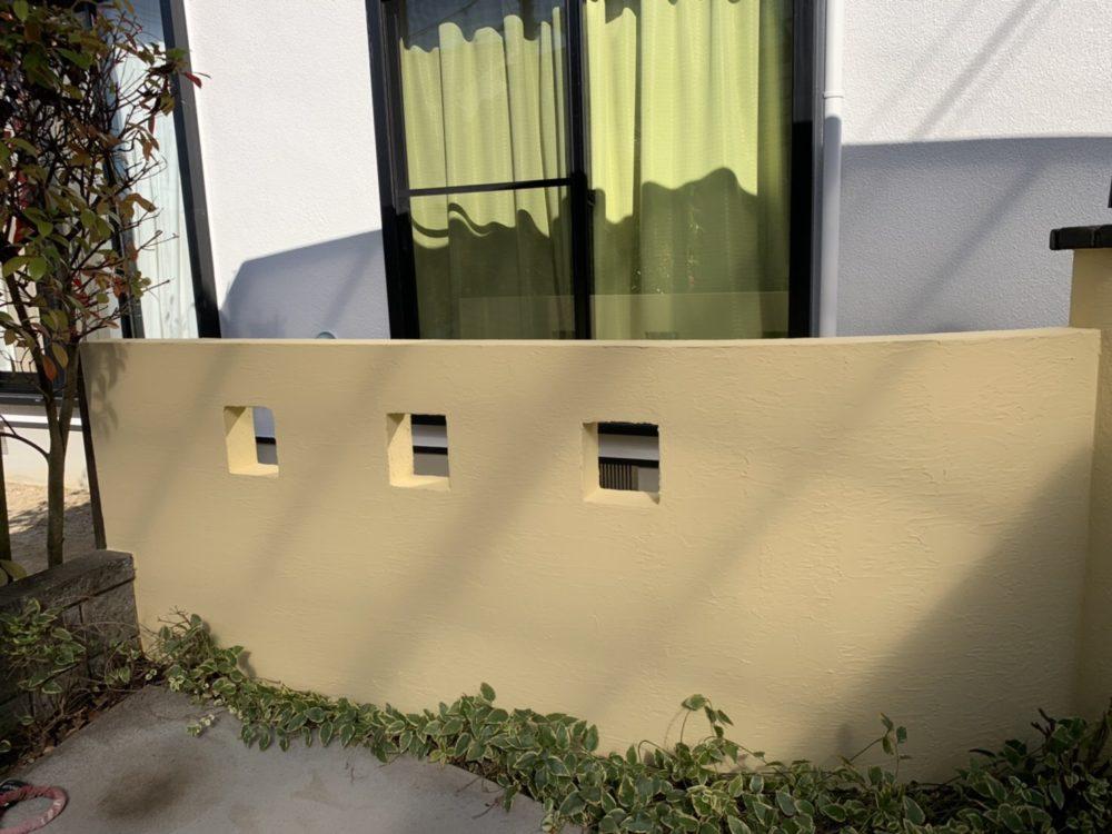 外塀塗装後、色鮮やかにお家を引き立ててい.ます。奥様の明るい人柄にぴったりです。