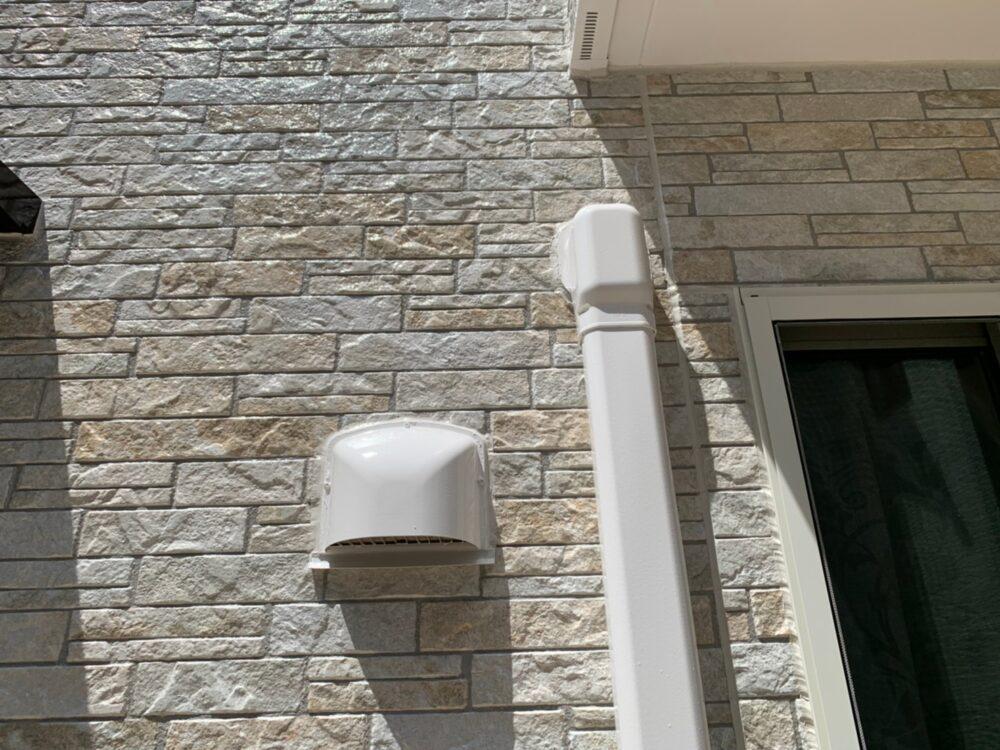 外壁塗装後、外壁の他にトイ、軒天、鼻隠し、ピカピカになりました。