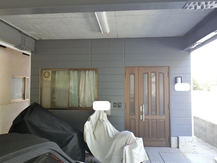 外壁塗装後、玄関面もピカピカになりました。