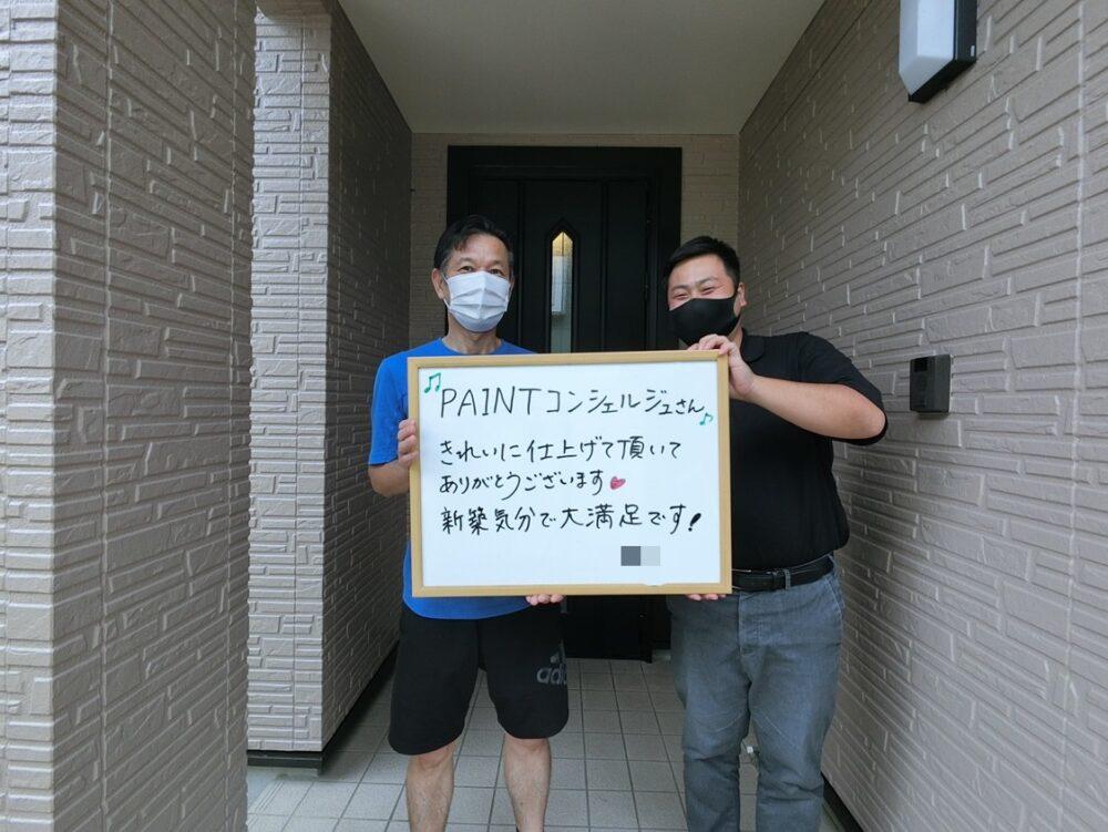 外壁屋根塗装後にご主人様と記念撮影をしました。